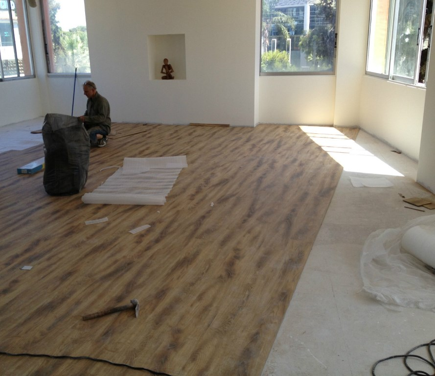 Τοποθέτηση laminate και μασίφ ξύλινων δαπέδων